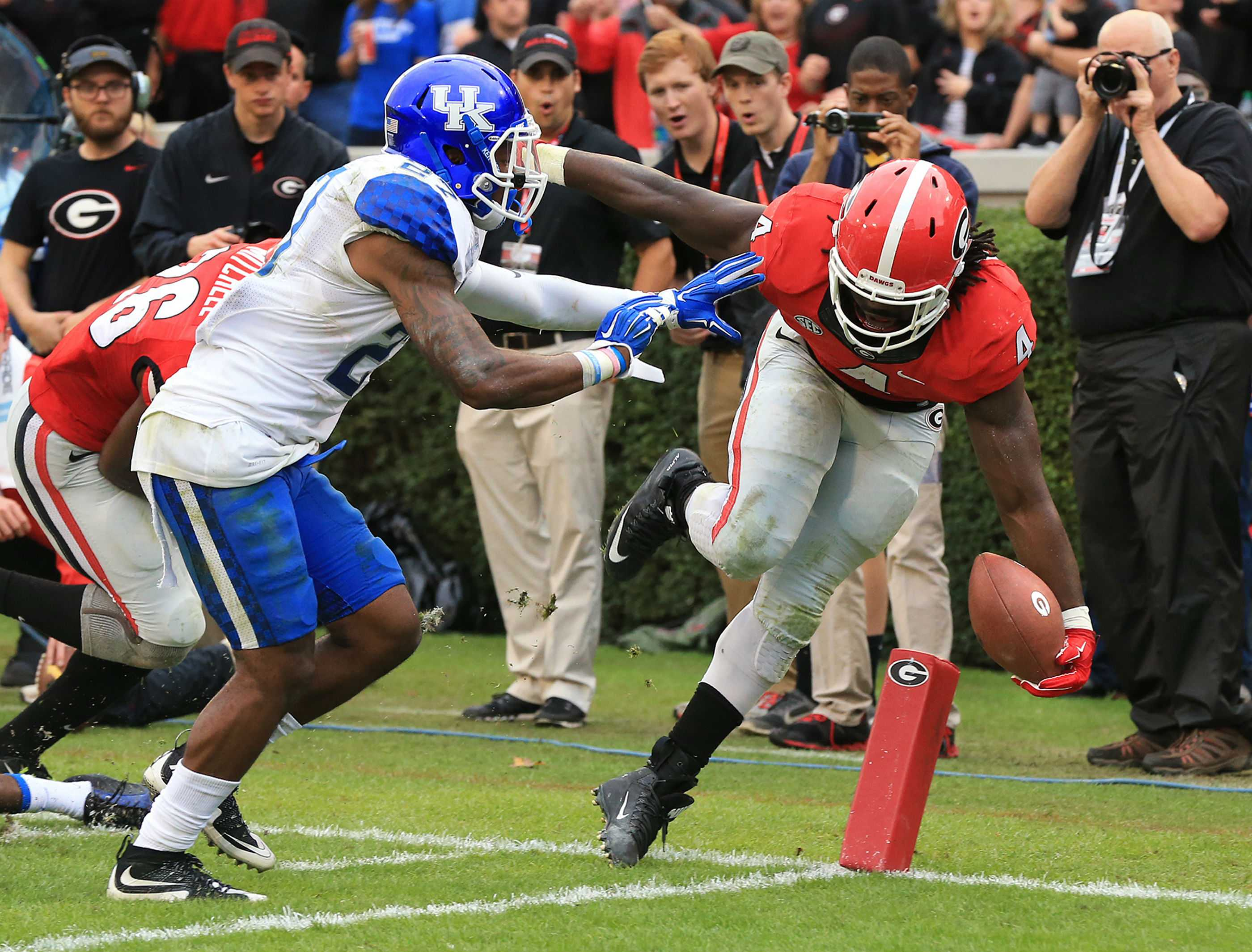 Georgia tailback Keith Marshall, right, just gets into the endzone past Kentucky defender Mike Edwards for a touchdown and a 24-3 lead during the third quarter on Saturday, Nov. 7, 2015, at Sanford Stadium in Athens, Ga. Georgia won, 27-3. (Curtis Compton/Atlanta Journal-Constitution/TNS)