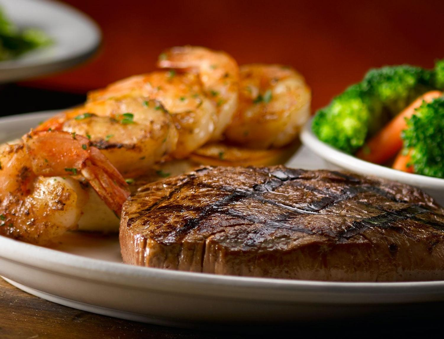 The 8oz Sirloin Steak combo includes a grilled shrimp skewer and your choice of  two sides.