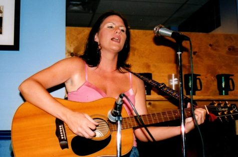 Alisha Bausone played at coffee shops for many years