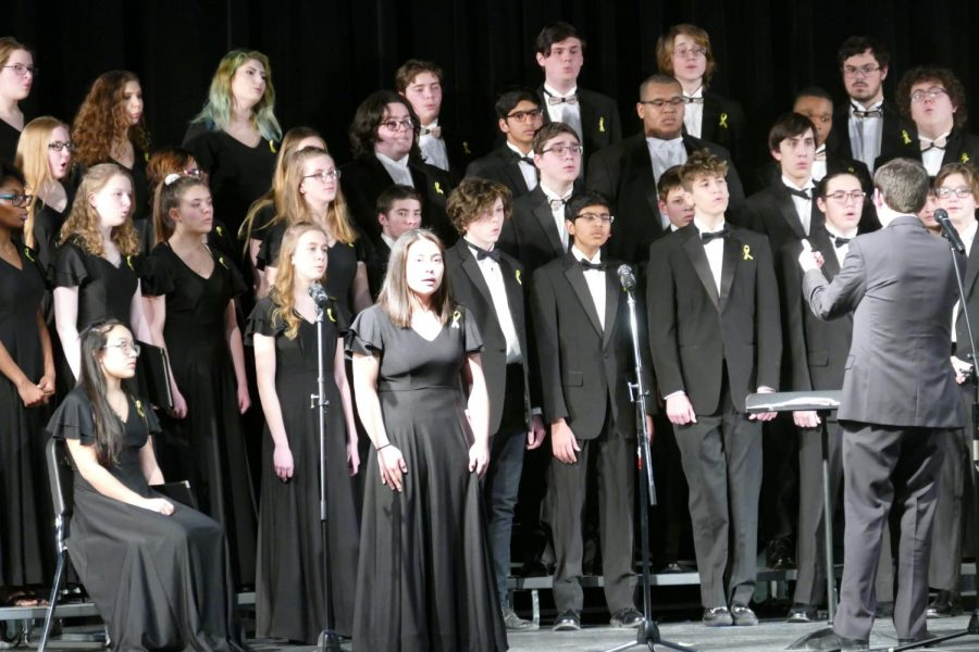 Choir+director+Brian+Fancher+%28right%29+leads+the+chorale+at+the+Winter+Choral+concert+on+Tuesday%2C+March+5.
