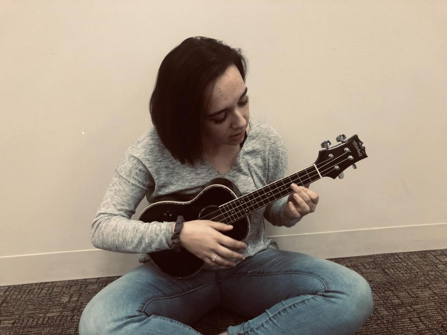 Junior+Angelina+Beukemann+practices+her+ukulele+in+the+Senior+Commons.++She%E2%80%99ll+be+performing+at+Open+Mic+Night+on+Friday.