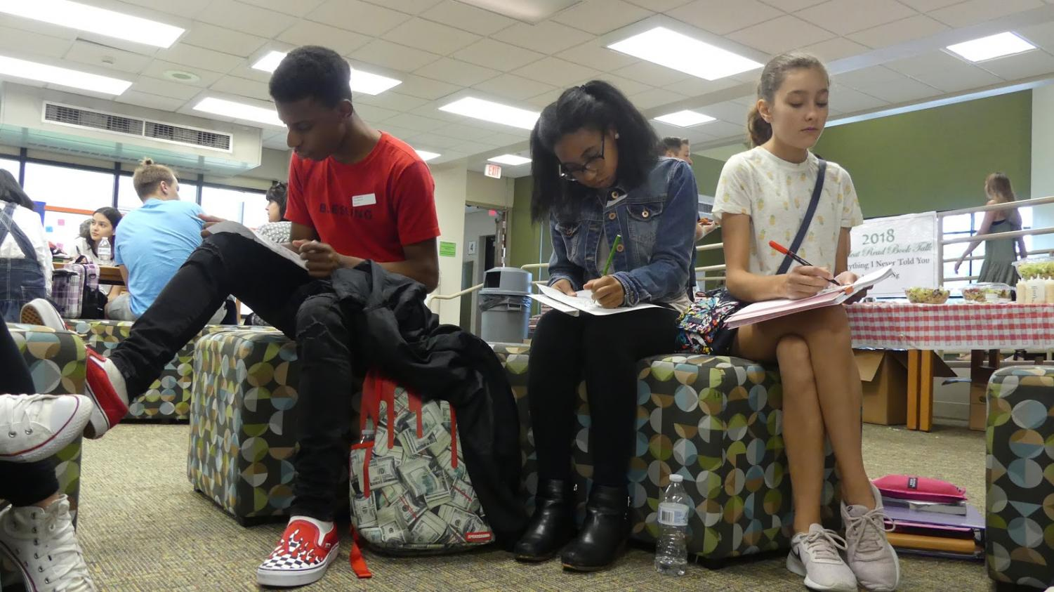 """Books & Pizza: Students and staff unite in September to discuss the 2018 Wildcat Read,  """"Everything I Never Told You."""""""