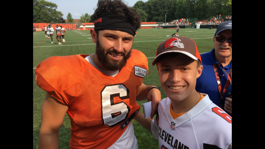 DiFranco+%5Bpictured+on+the+right%5D+snaps+a+photo+with+Browns+rookie+quarterback+Baker+Mayfield+during+training+camp+prior+to+the+2018+NFL+season.%0A