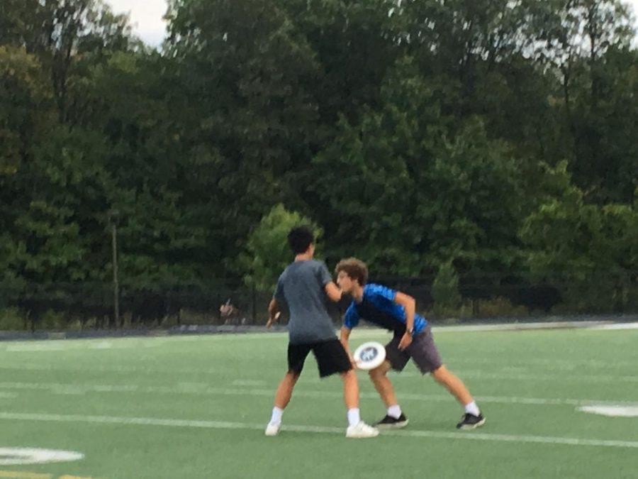 Member+Yukun+Wang+blocks+junior+Paul+Zito+from+throwing+the+frisbee+to+the+opposing+team.