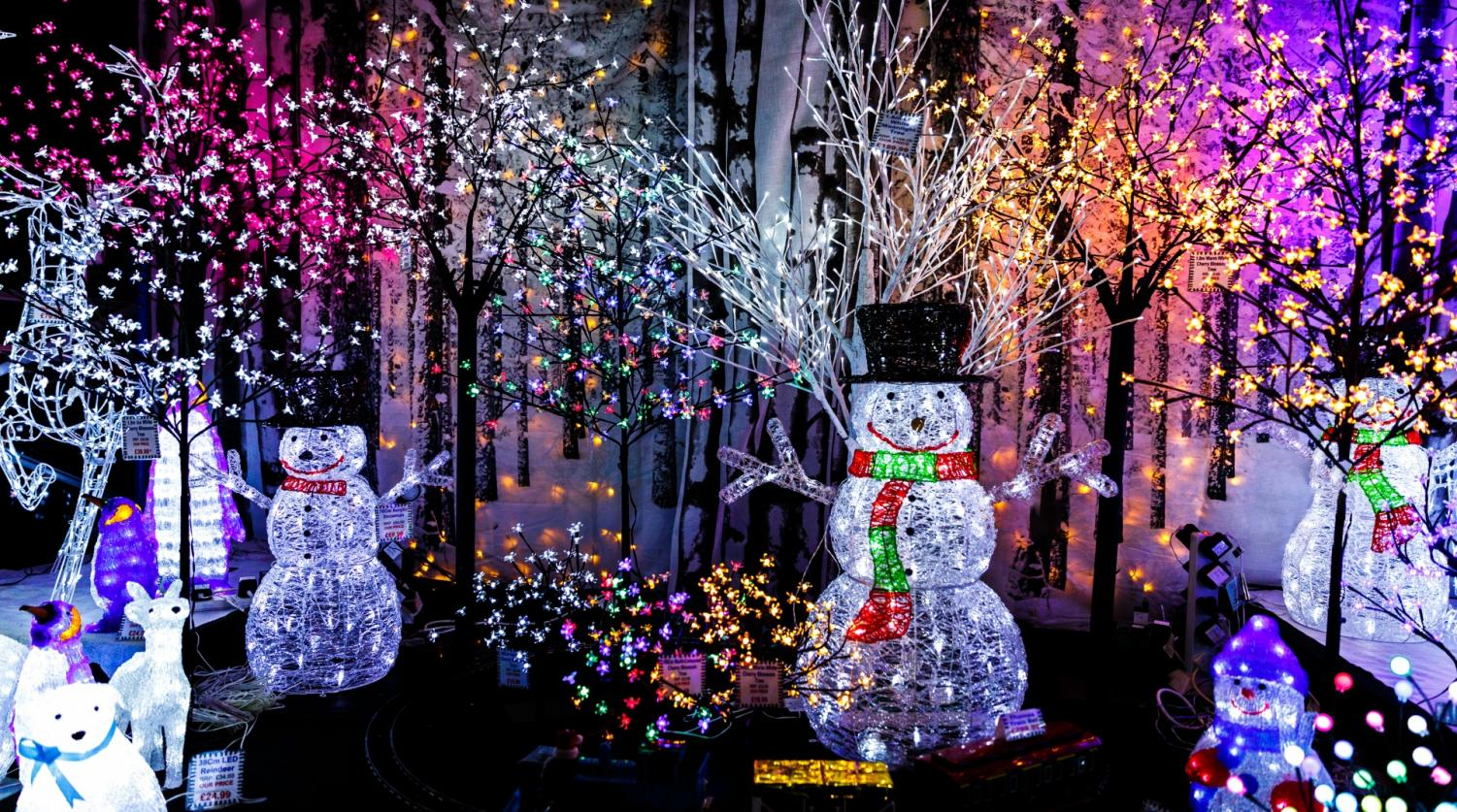 As students get excited for the holidays, one of their favorite activities is to drive around and look at the holiday light displays.